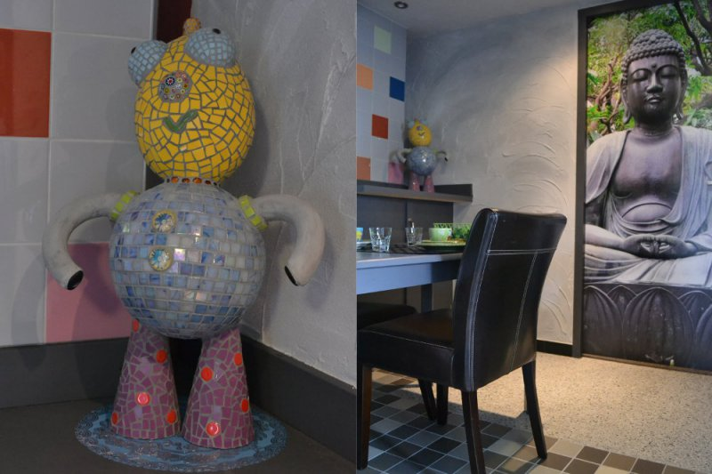 mozaiek-Henk en boeddha kijken goedkeurend