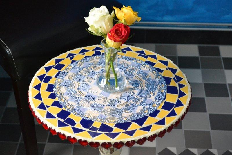 tafeltje met mozaiek